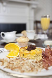 hashbrowns, eggs, bacon breakfast