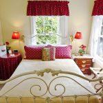 geranium room, red and white decor